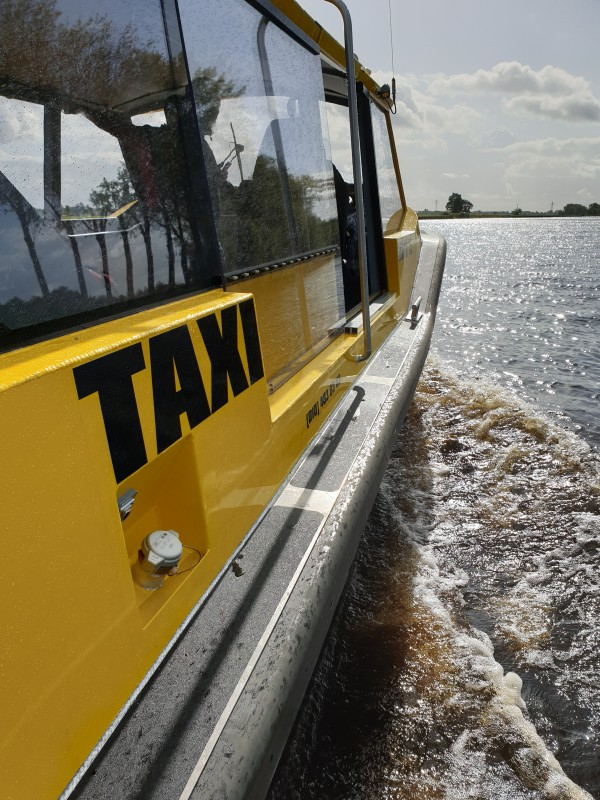 Watertaxi zijkant